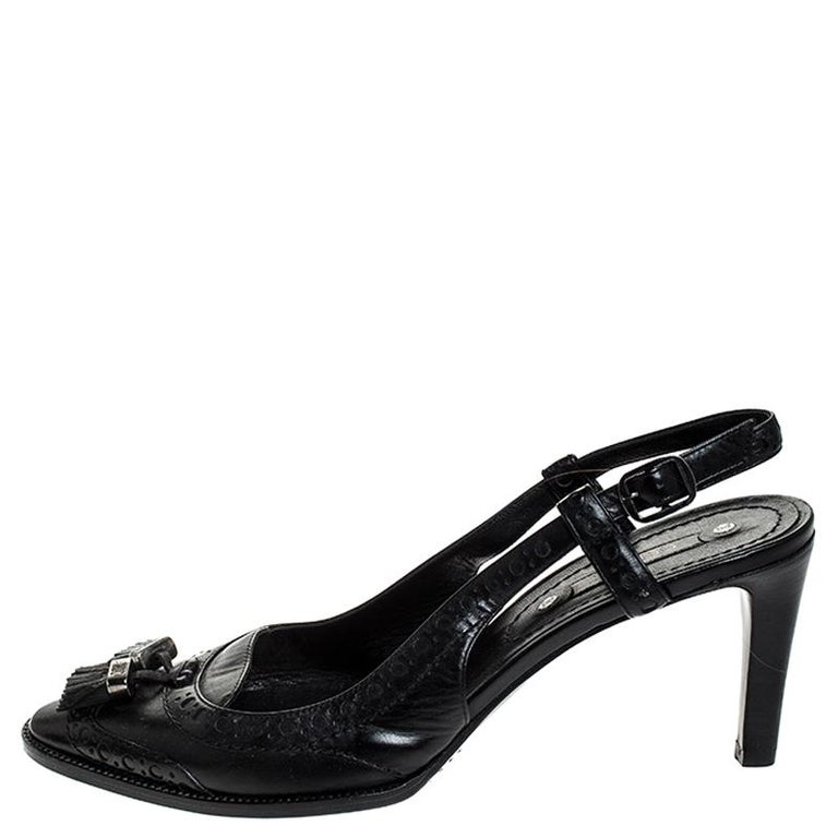 A perfect blend of comfort and high-fashion, these Brogue leather sandals will sing in harmony with your style. The Céline sandals feature covered toes detailed with tassels and buckle slingbacks to hold the feet. They are balanced on 7.5 cm heels.