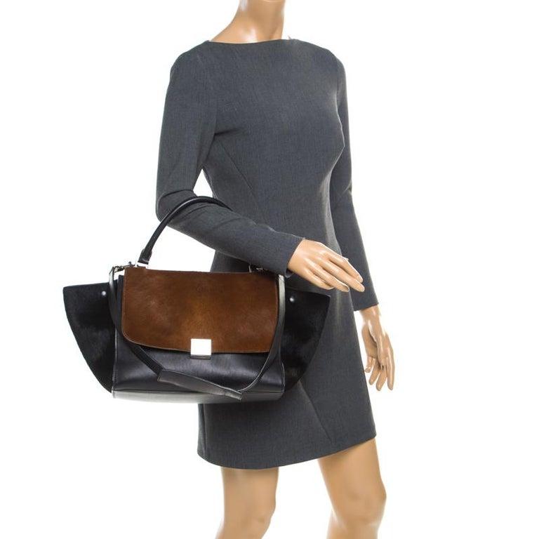 Celine Black/Brown Calf Hair and Leather Medium Trapeze Bag In Good Condition For Sale In Dubai, Al Qouz 2