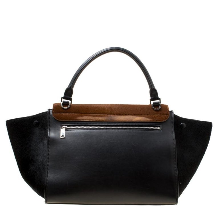 In every stride, swing, and twirl, your audience will gasp in admiration at the beautiful sight of this Celine bag. Crafted from Calf Hair and leather in Italy, the bag has a style that will catch glances from a mile. It has been designed with the