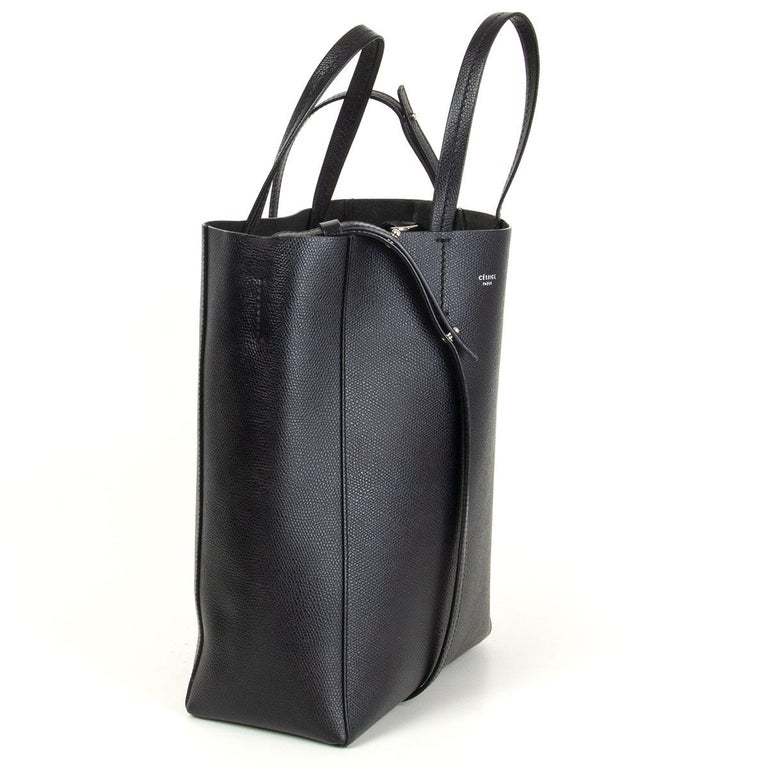 Céline 'Small Cabas' tote bag in black grained calfskin. Unlined with one zipper pocket against the back. Detachable shoulder strap. Has been carried and is in excellent condition. Comes with dust bag.   Height 28cm (10.9in) Width 22cm (8.6in) Depth