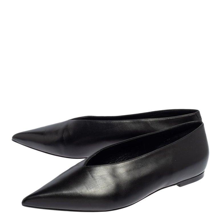 Celine Black Leather V-Neck Ballet Flats Size 37.5 In Good Condition For Sale In Dubai, Al Qouz 2