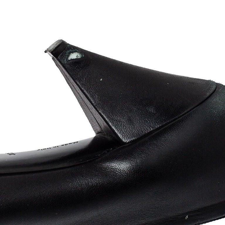 Celine Black Leather V Neck Pointed Toe Pumps Size 37.5 For Sale 2