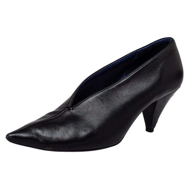 Celine Black Leather V Neck Pointed Toe Pumps Size 37.5 For Sale