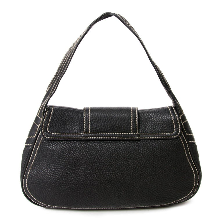 Very good preloved condition  Céline Black Stiched Leather Buckle Shoulder Bag  The '90 are back and this shoulder bag is a good representation of this amazing aera.  This black leather shoulder bag features with stiching and a gold-toned front