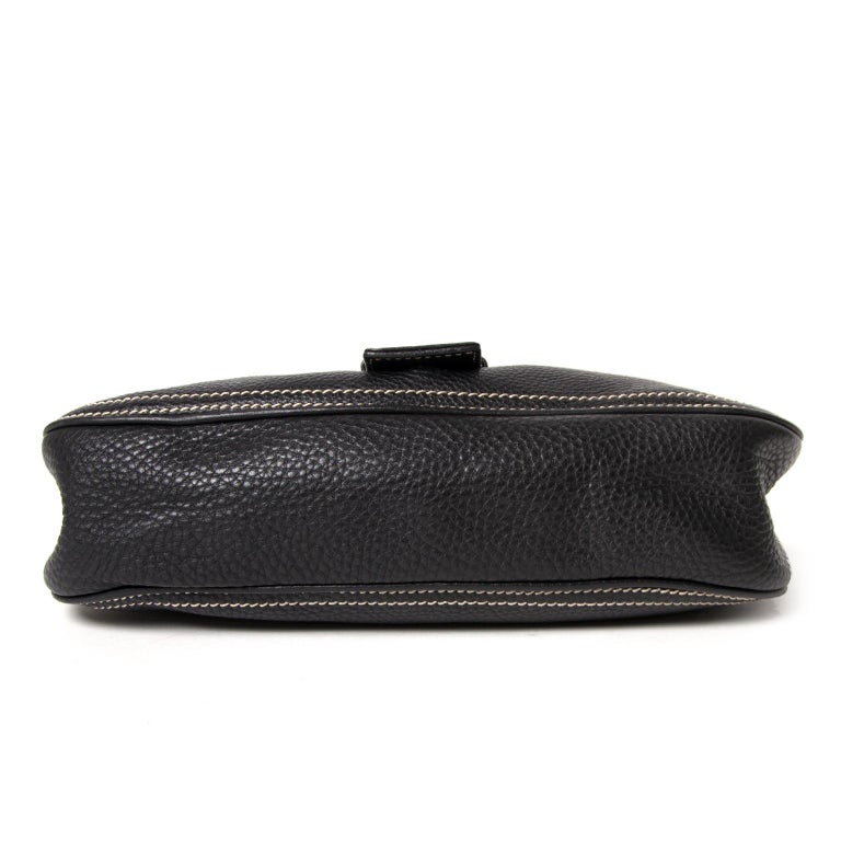 Céline Black Stiched Leather Buckle Shoulder Bag In Excellent Condition In Antwerp, BE