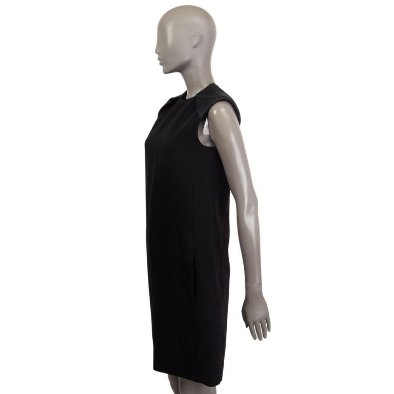 100% authentic Celine sleeveless A-Line dress in black wool (59%) and viscose (41%) with padded shoulders in black silk (100%) and slit pockets. Closes with one hook and a zipper on the back. Lined in black silk (100%). Has been worn and is in
