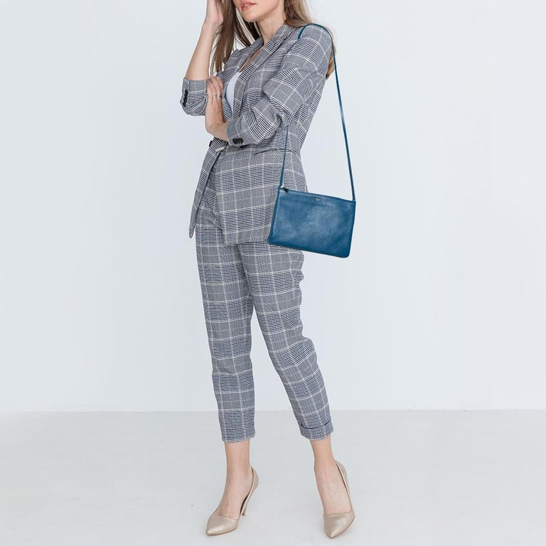 Designed to make an impression, this beautiful bag from Celine is a prized buy. Comfortable and easy to carry, this leather creation comes in a blue shade with the brand logo embossed on the front. It has an adjustable shoulder strap and an interior