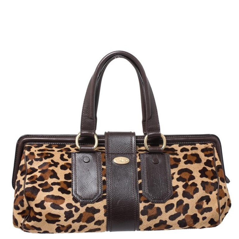 An essential wardrobe accessory, this Celine handbag is absolutely stunning. Crafted in Italy, it is made from fine leopard printed calf-hair and leather. It comes in lovely hues of brown and beige. The satchel has a buckled strap and a zip closure