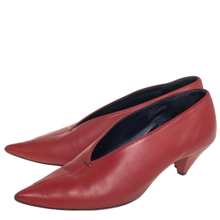 Celine Brown Leather V Neck Pointed Toe Pumps Size 38 For Sale 1