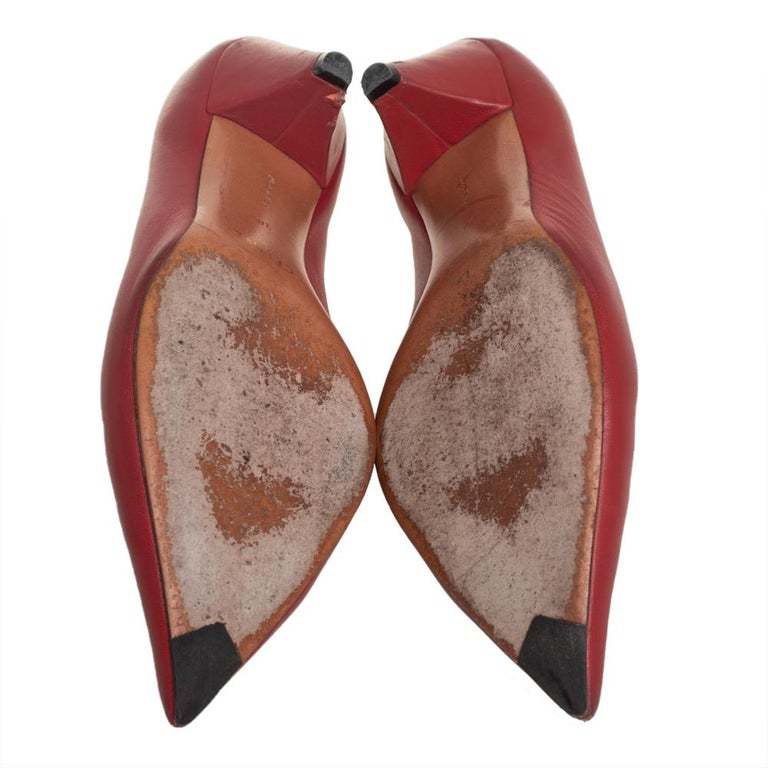 Celine Brown Leather V Neck Pointed Toe Pumps Size 38 For Sale 4