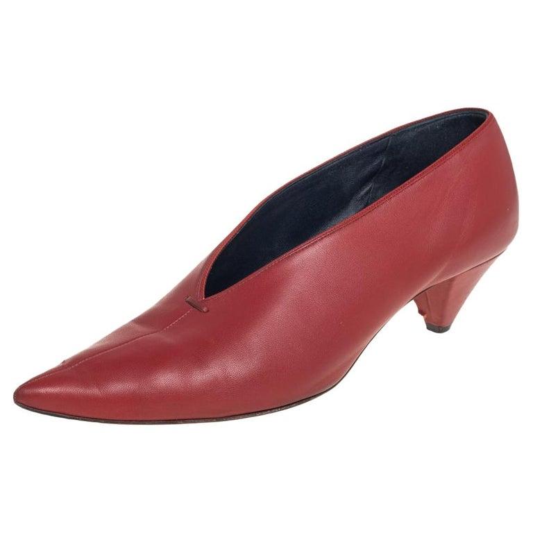 Celine Brown Leather V Neck Pointed Toe Pumps Size 38 For Sale