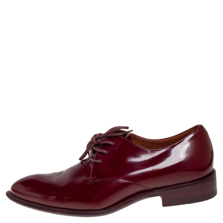 Celine brings forth these fabulous shoes to elevate your well-curated wardrobe! These derby shoes in burgundy are crafted from patent leather and secured with matching laces on the vamps. You're sure to love walking in these!  Includes: Packaging