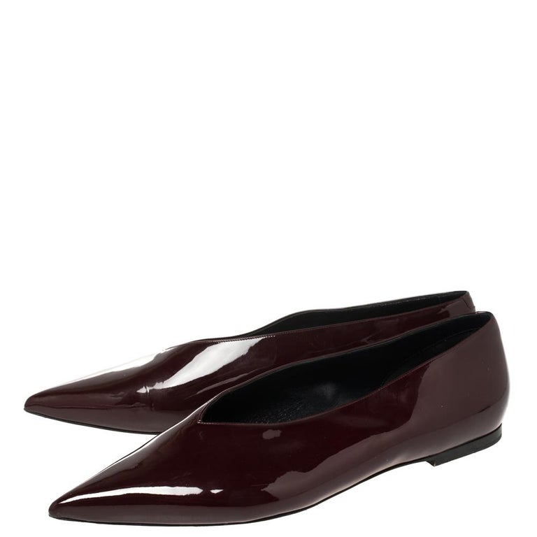 Women's Celine Burgundy Patent Leather V Neck Pointed Toe Flats Size 40 For Sale