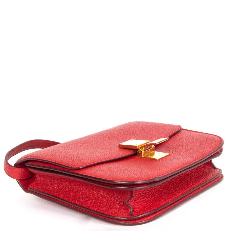 CELINE Carmin red goatskin leather CLASSIC MEDIUM BOX Shoulder Bag In Good Condition For Sale In Zürich, CH