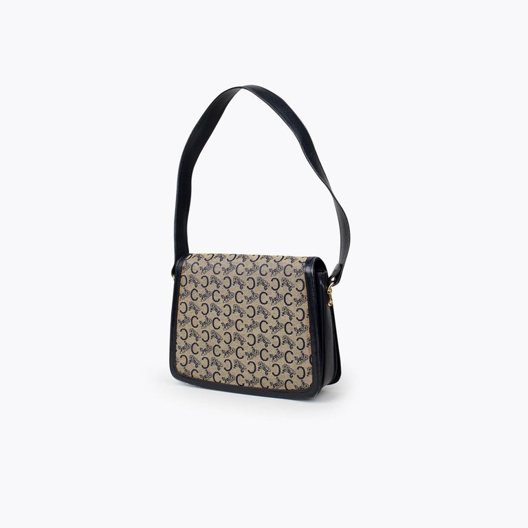 Céline Carriage Flap Bag In Good Condition For Sale In Sundbyberg, SE