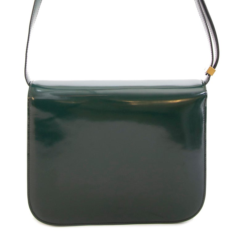 Good preloved condition  Celine Classic Green Patent Box Bag Bag  This super-chic and iconic Celine shoulder bag is crafted out of green patent leather It's a timeless piece of art that can be carried throughout the day and evening. The interior