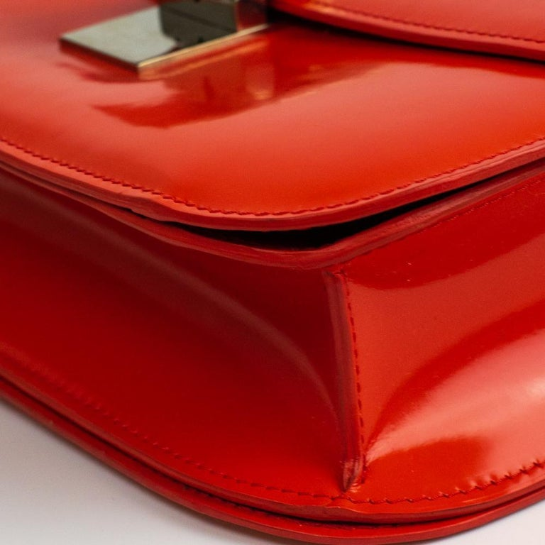 CÉLINE Classic Shoulder bag in Red Patent leather For Sale 6