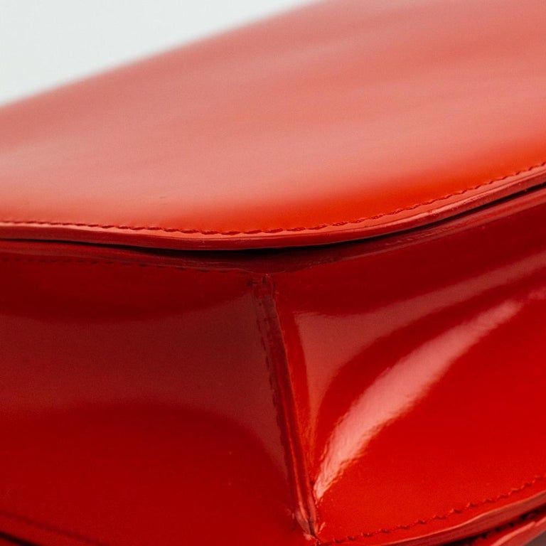 CÉLINE Classic Shoulder bag in Red Patent leather For Sale 7