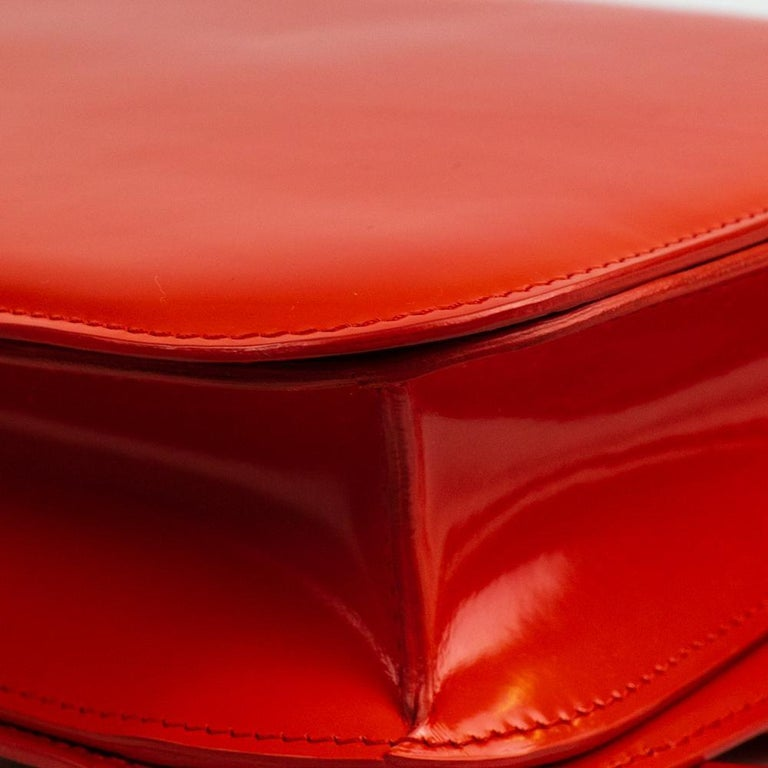 CÉLINE Classic Shoulder bag in Red Patent leather For Sale 8