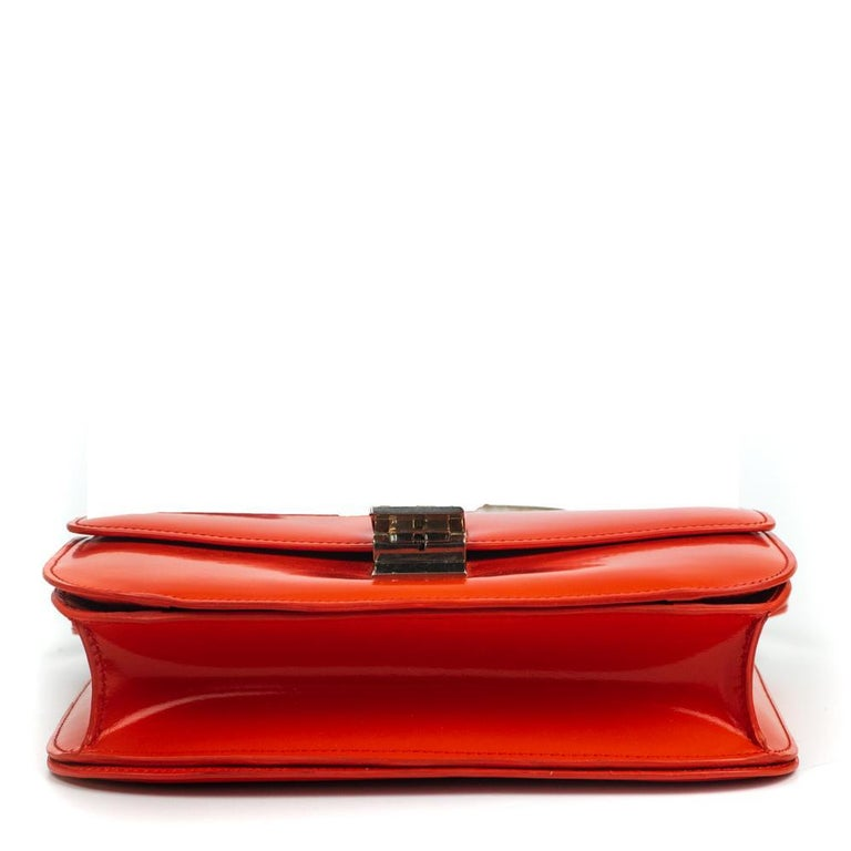 Women's CÉLINE Classic Shoulder bag in Red Patent leather For Sale