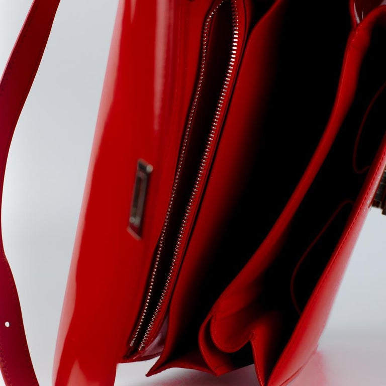 CÉLINE Classic Shoulder bag in Red Patent leather For Sale 1