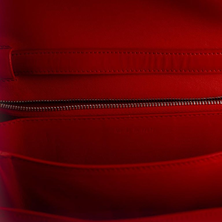 CÉLINE Classic Shoulder bag in Red Patent leather For Sale 3