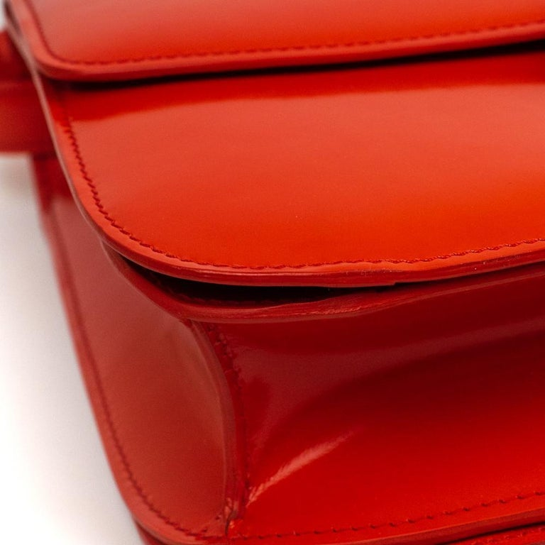 CÉLINE Classic Shoulder bag in Red Patent leather For Sale 5