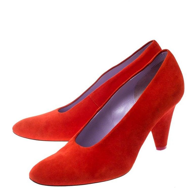 Celine Coral Red Suede Pumps Size 37 In Good Condition For Sale In Dubai, Al Qouz 2