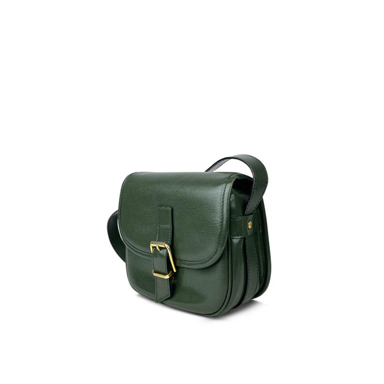 Green calfskin Céline crossbody bag with   - Gold-tone hardware - Single flat adjustable leather shoulder strap - Single slit pocket at exterior back - Red leather lining - Single zip pocket at interior wall and magnetic closure at front  Overall