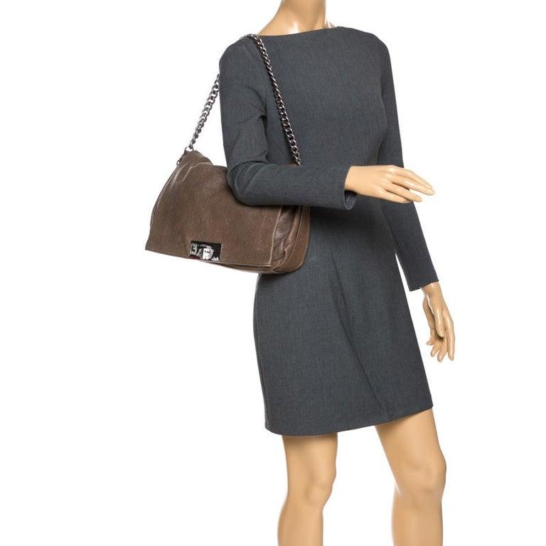 Celine Dark Beige Wrinkled Leather Flap Shoulder Bag In Good Condition For Sale In Dubai, Al Qouz 2