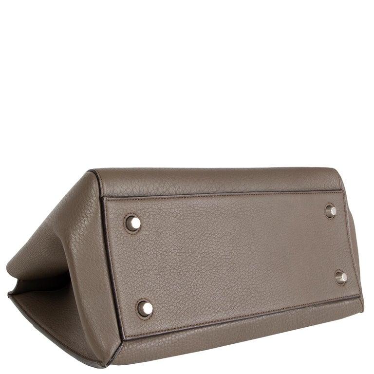 CELINE dark khaki leather EDGE MEDIUM Shoulder Bag In Excellent Condition For Sale In Zürich, CH