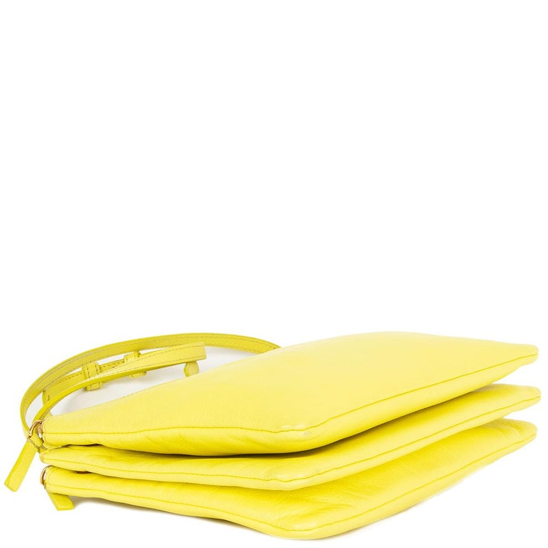 CELINE Fluo yellow leather TRIO LARGE Crossbody Shoulder Bag In Good Condition For Sale In Zürich, CH