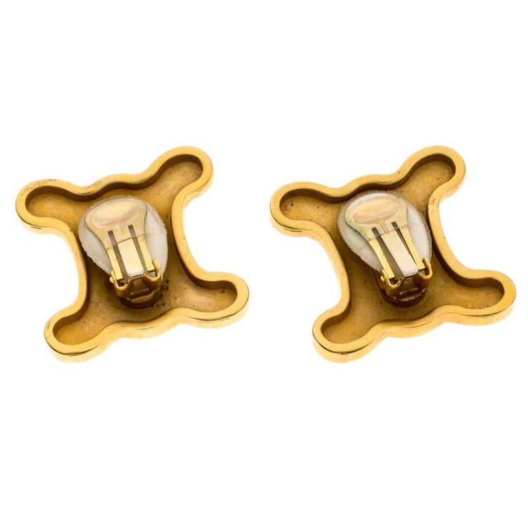 Celine Gold Metal Tone Clip On Earrings In Good Condition For Sale In Dubai, Al Qouz 2