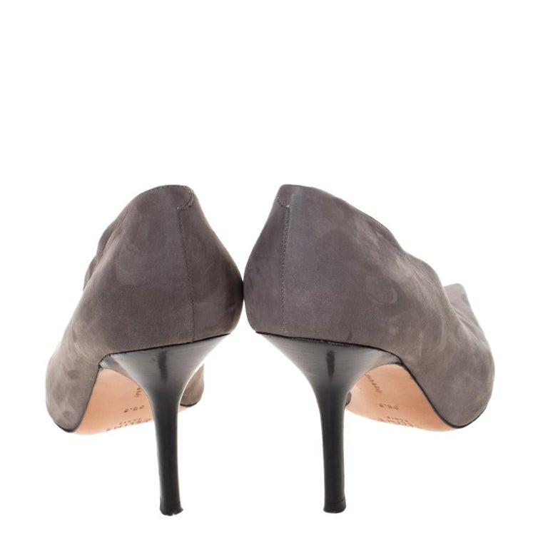 Celine Grey Nubuck Leather V Neck Pointed Toe Pumps Size 38.5 In Good Condition For Sale In Dubai, Al Qouz 2