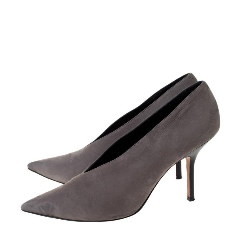 Women's Celine Grey Nubuck Leather V Neck Pointed Toe Pumps Size 38.5 For Sale