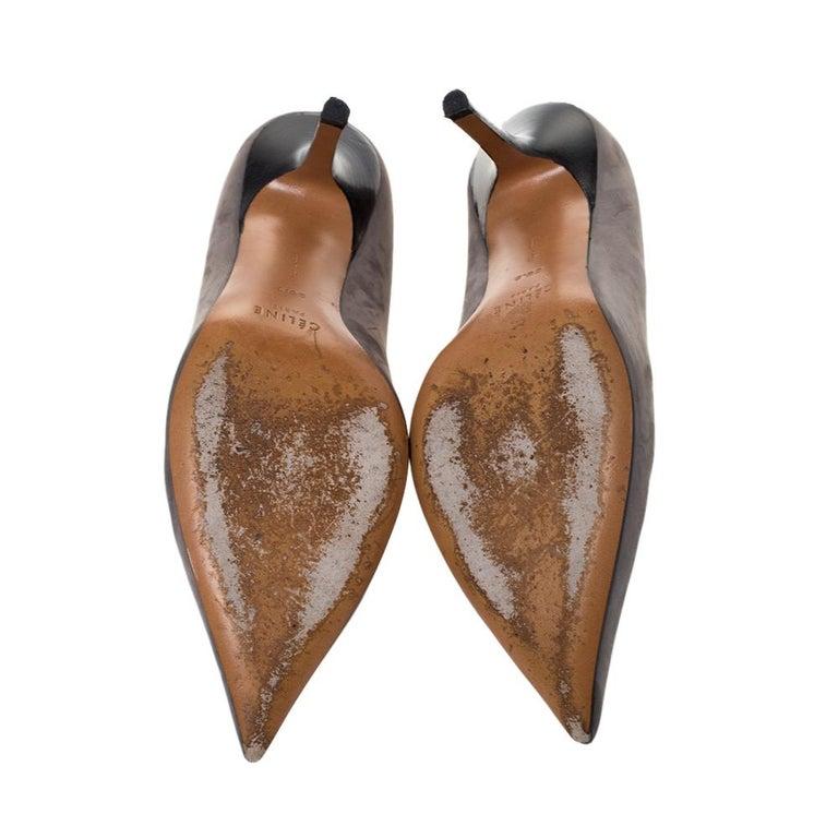 Celine Grey Nubuck Leather V Neck Pointed Toe Pumps Size 38.5 For Sale 2