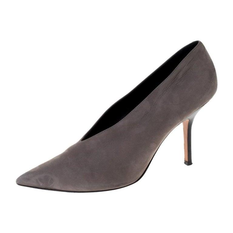 Celine Grey Nubuck Leather V Neck Pointed Toe Pumps Size 38.5 For Sale