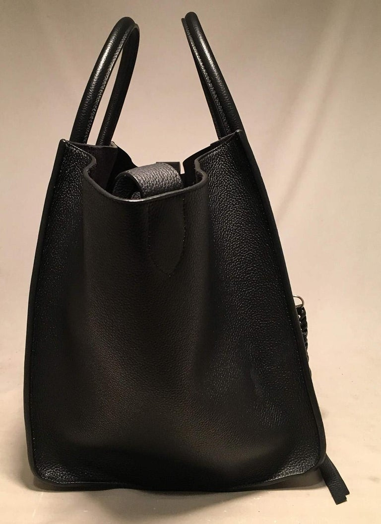 Celine Medium Black Leather Phantom Luggage Tote in excellent condition. Black grained leather exterior with a front side zippered pocket. Double top rolled handles and expandable side wings that can be pushed out for the classic phantom look or