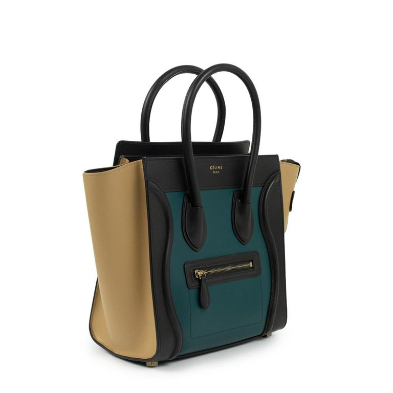 - Designer: CÉLINE - Model: Luggage - Condition: Very good condition. Minor scuff at the bottom of the bag - Accessories: Dustbag - Measurements: Width: 26cm, Height: 25cm, Depth: 11cm - Exterior Material: Leather - Exterior Color: Multicolour -