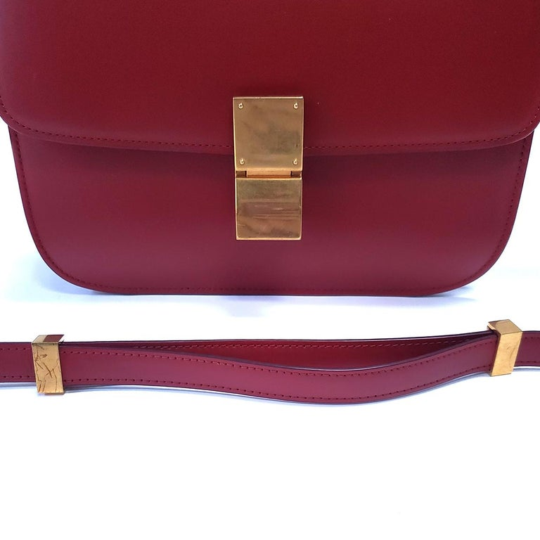 Women's Celine Medium Classic Red Leather Shoulder Bag For Sale