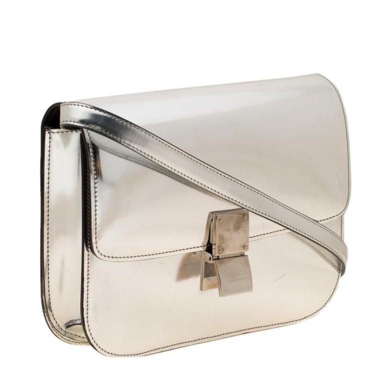 Celine Metallic Silver Leather Medium Classic Box Shoulder Bag In Good Condition For Sale In Dubai, Al Qouz 2