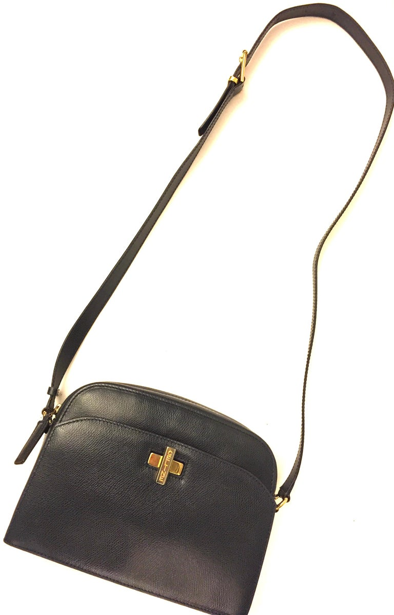 Celine navy shoulder bag In Excellent Condition For Sale In Sheung Wan, HK
