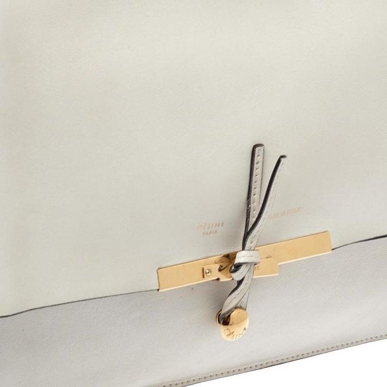 Celine Off White Leather Clasp Flap Shoulder Bag In Good Condition For Sale In Dubai, Al Qouz 2