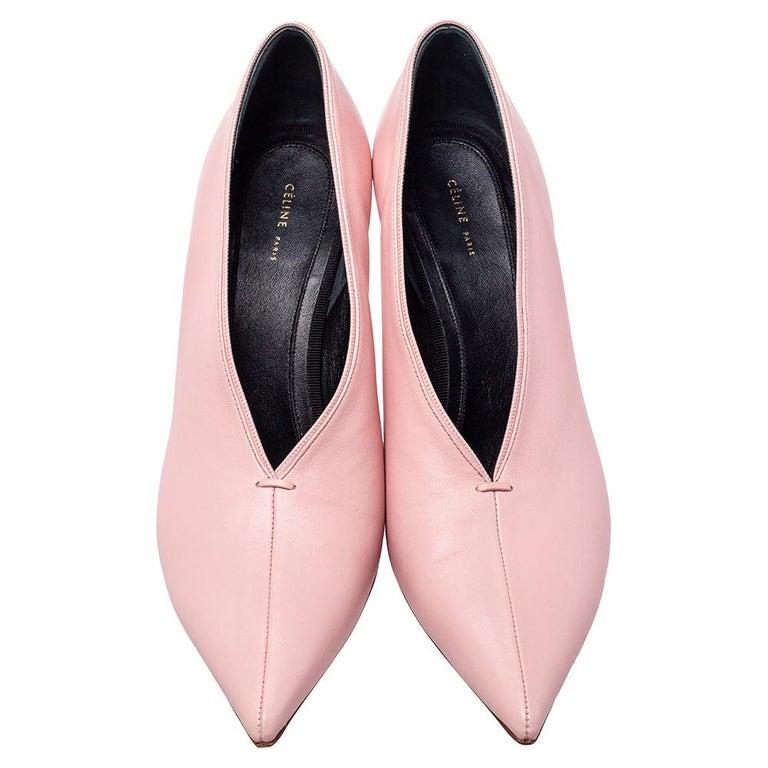 Celine Pink Leather V Neck Nappa Pumps Size 39 In Good Condition For Sale In Dubai, Al Qouz 2