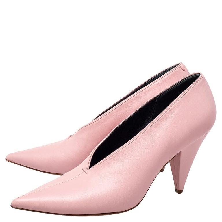 Women's Celine Pink Leather V Neck Nappa Pumps Size 39 For Sale