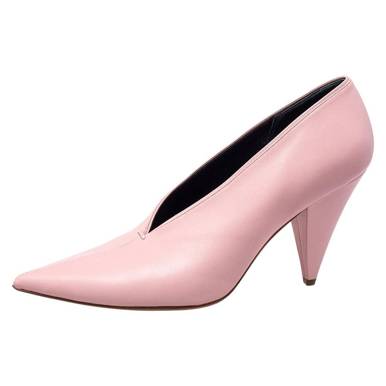 Celine Pink Leather V Neck Nappa Pumps Size 39 For Sale