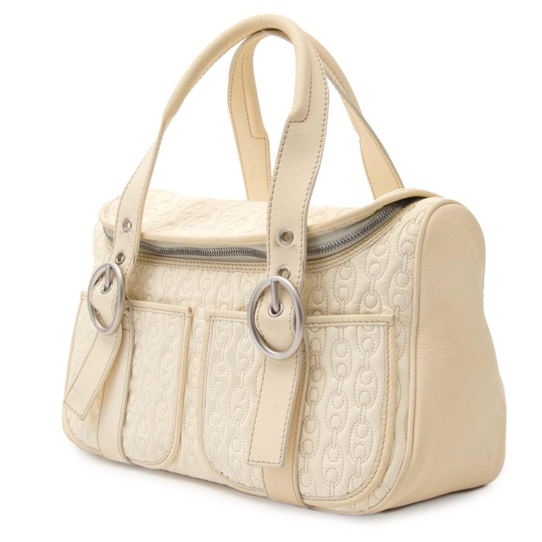 Celine Quilted Creme Front Pocket Handbag In Good Condition For Sale In Antwerp, BE