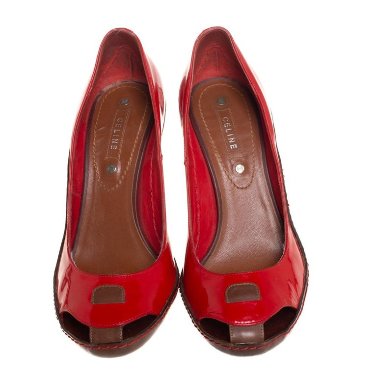 Celine Red/Brown Leather and Patent Leather Pick Toe Pumps Size 39 In Excellent Condition For Sale In Dubai, Al Qouz 2