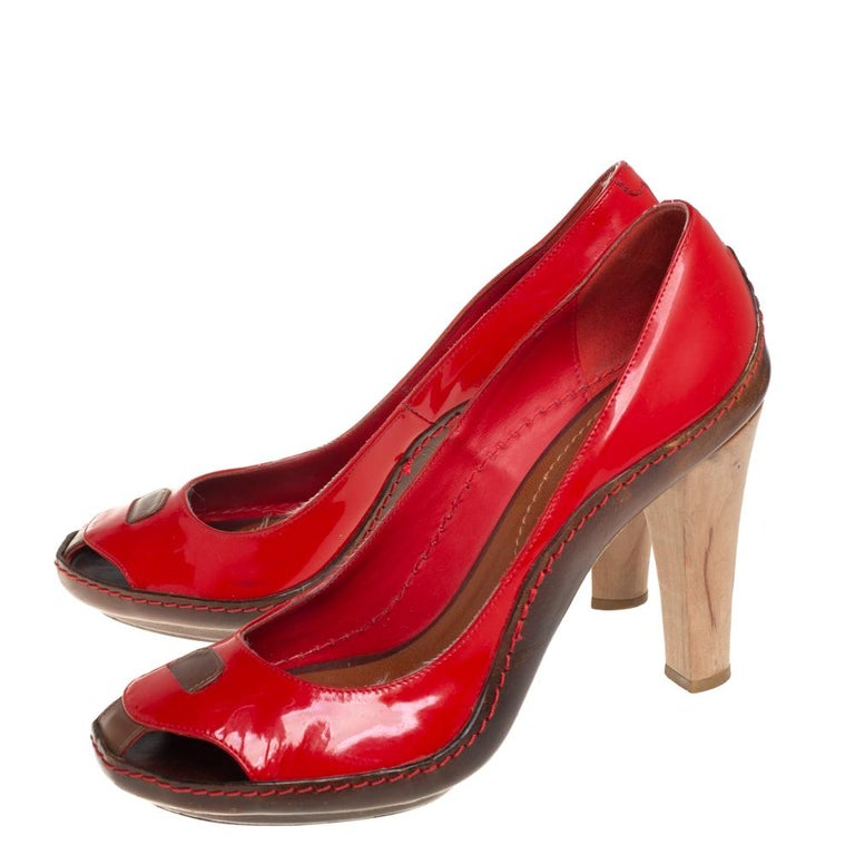 Women's Celine Red/Brown Leather and Patent Leather Pick Toe Pumps Size 39 For Sale