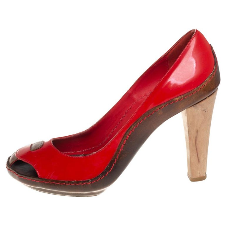 Celine Red/Brown Leather and Patent Leather Pick Toe Pumps Size 39 For Sale